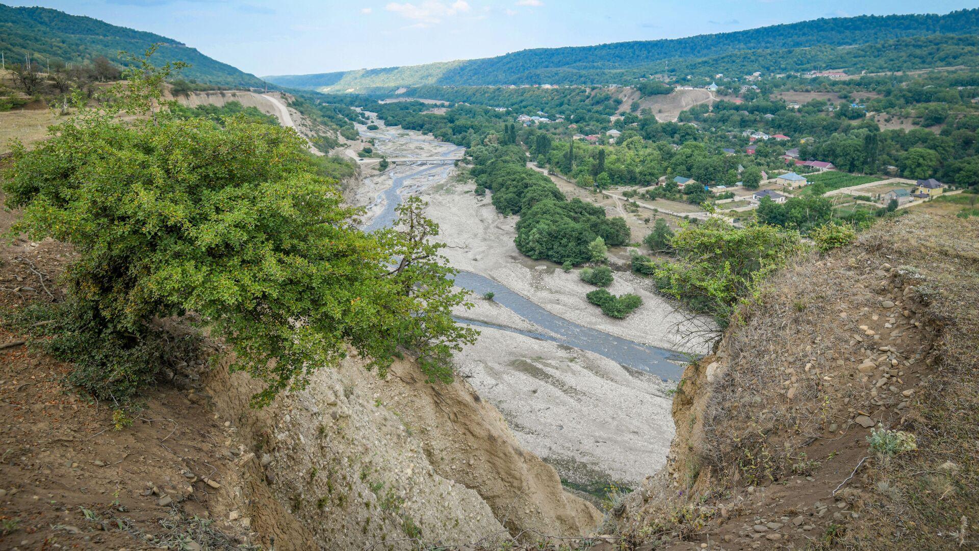 Река в городе Гусар - Sputnik Азербайджан, 1920, 16.09.2021