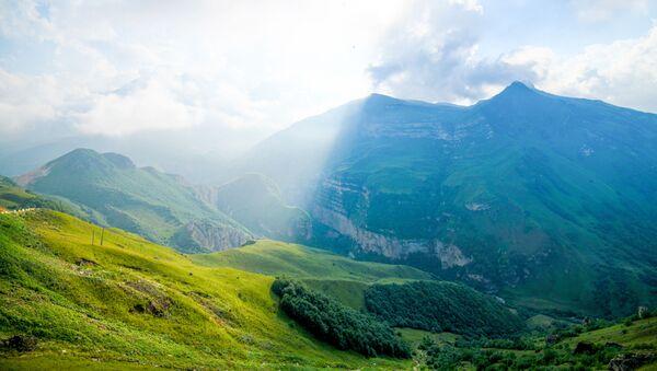 Пейзаж гор в городе Гусар - Sputnik Азербайджан