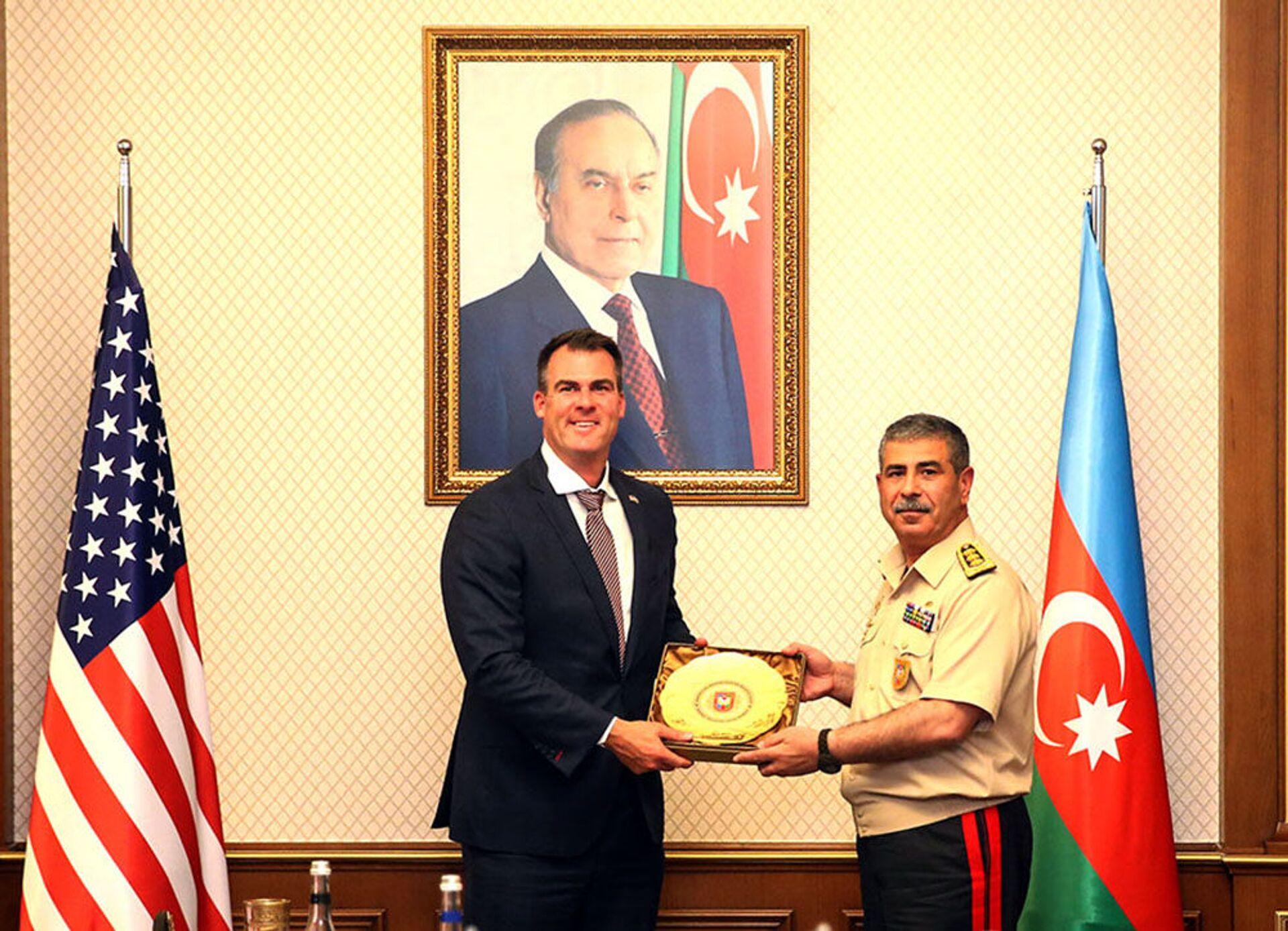 Закир Гасанов встретился с губернатором Оклахомы - Sputnik Азербайджан, 1920, 28.07.2021