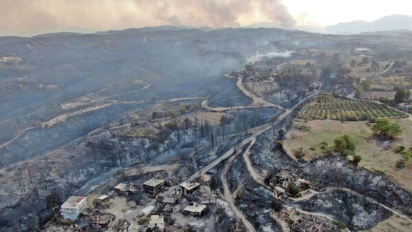 Последствия лесных пожаров в Манавгате, провинция Анталья, Турция  - Sputnik Azərbaycan