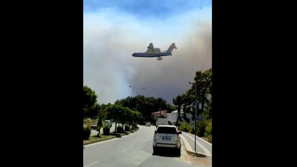 Российские самолеты тушат лесные пожары на юге Турции - Sputnik Азербайджан