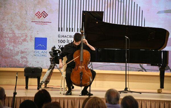 Выступление артиста на  XII Габалинском музыкальном фестивале - Sputnik Азербайджан