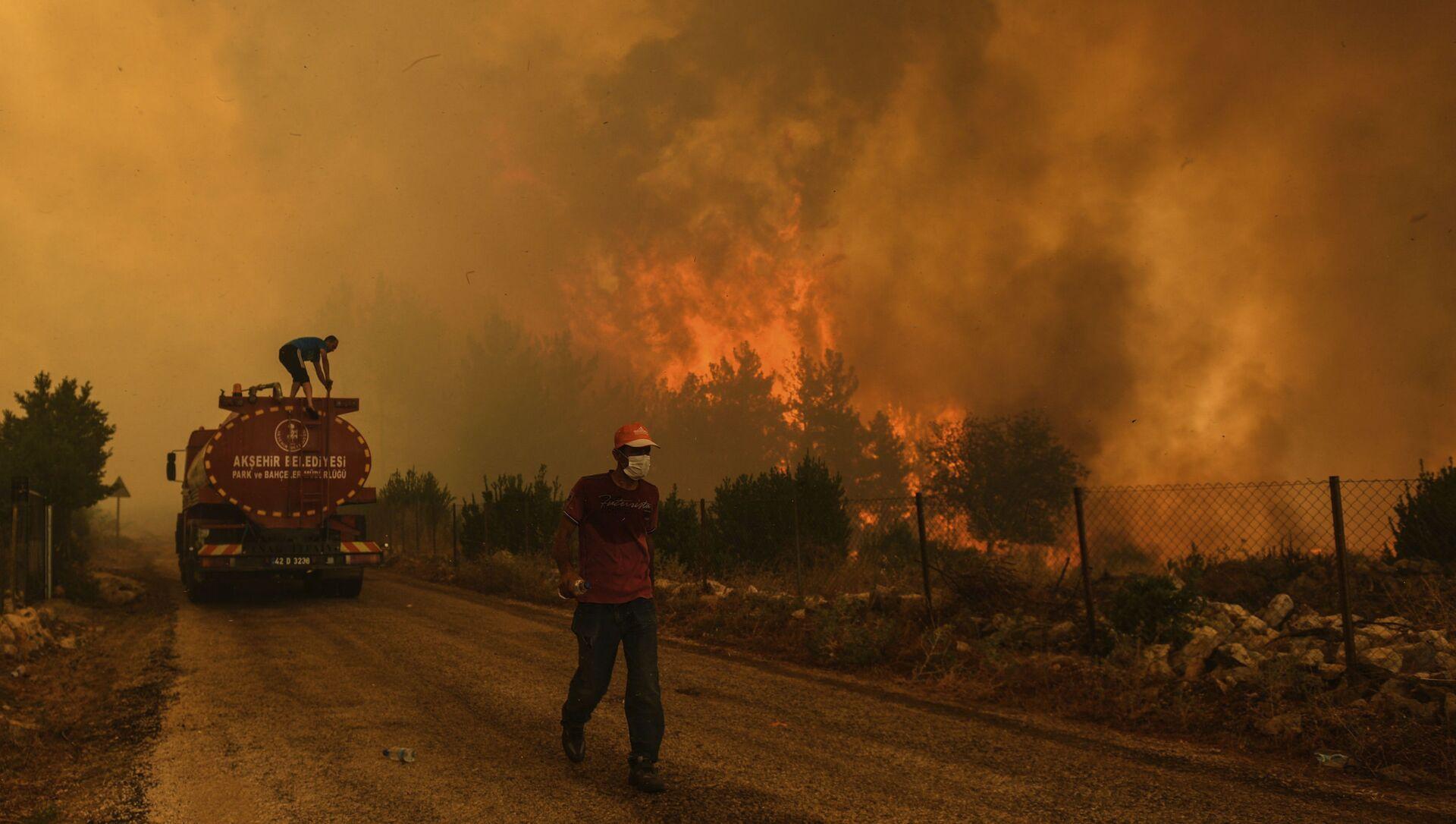 Лесной пожар в Турции - Sputnik Azərbaycan, 1920, 02.08.2021