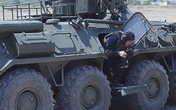 Отработка тактики ведения современного боя на учебном полигоне в Карабахе - Sputnik Азербайджан