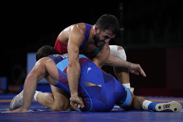 Рафиг Гусейнов признался, что для него победа над армянским борцом ничем не отличается от победы над представителем другой страны. - Sputnik Азербайджан