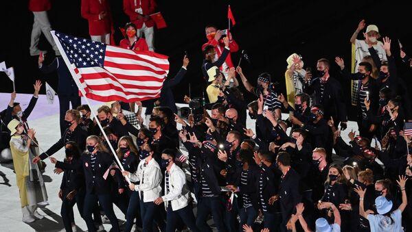 ABŞ idmançıları Tokiodakı XXXII Yay Olimpiya Oyunlarının açılış mərasimində Atletlər Paradı zamanı - Sputnik Azərbaycan