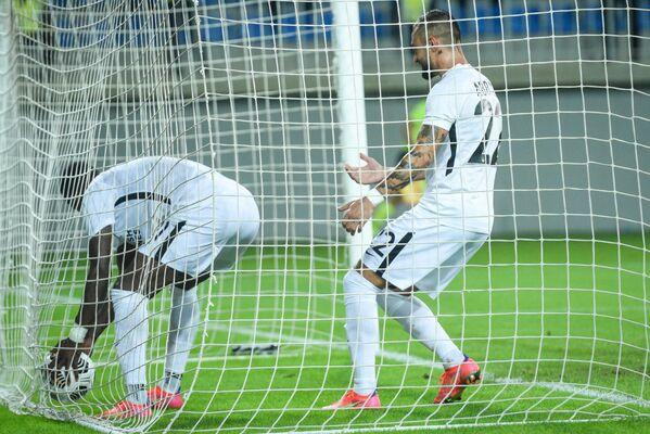Игровой момент матча  3-го квалификационного раунда Лиги Европы между бакинским Нефтчи и финским ХИК. - Sputnik Азербайджан