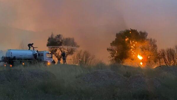 Юг Европы охватили сильнейшие пожары - видео - Sputnik Азербайджан