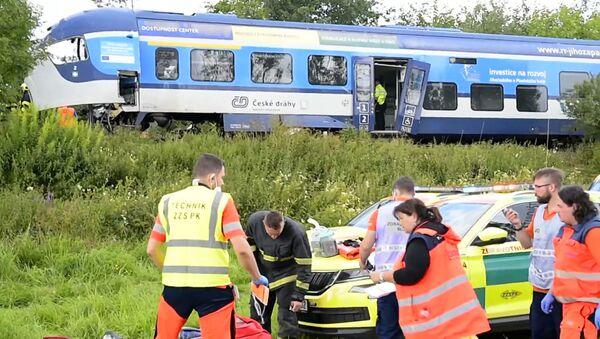 Столкновение поездов в Чехии: погибшие и десятки раненых - Sputnik Азербайджан