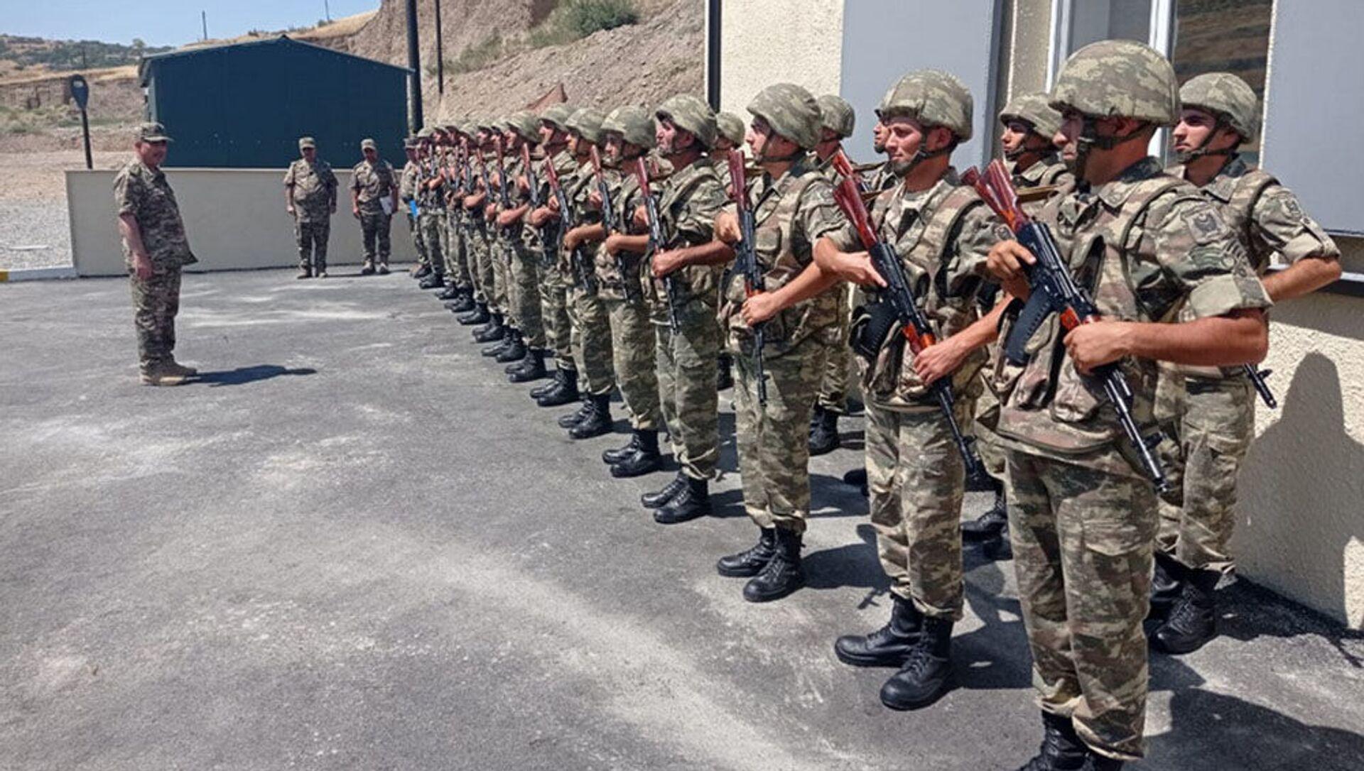 Министр обороны генерал-полковник Закир Гасанов побывал в нескольких новопостроенных и капитально отремонтированных воинских частях, дислоцированных на освобожденных территориях - Sputnik Азербайджан, 1920, 04.08.2021