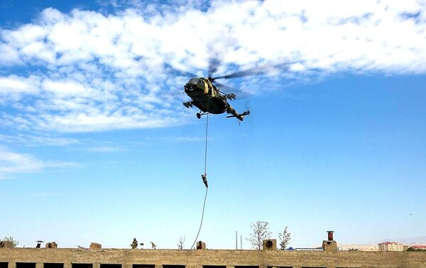Əlahiddə Ümumqoşun Ordunun xüsusi təyinatlı bölmələri ilə taktiki-xüsusi təlim - Sputnik Азербайджан