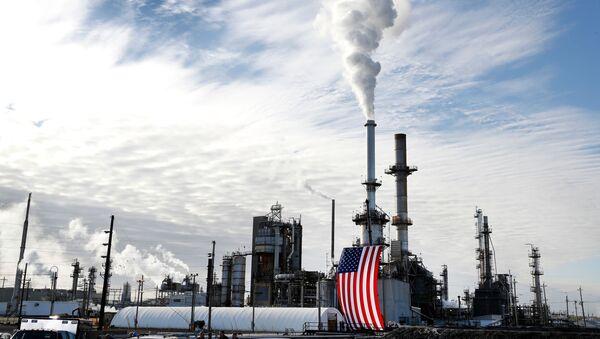 Нефтеперерабатывающий завод в США - Sputnik Азербайджан