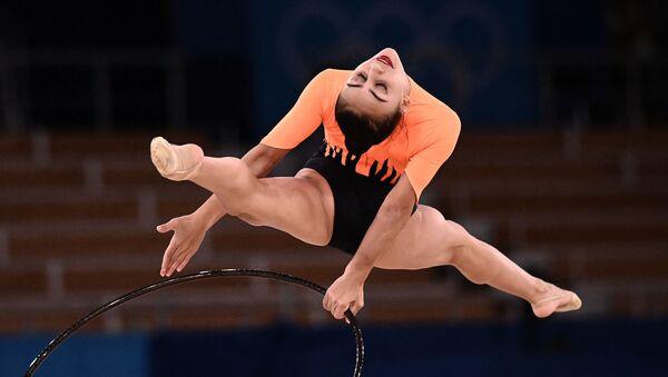 Азербайджанская гимнастка Зохра Агамирова во время выступления на Олимписйких играх в Токио - Sputnik Азербайджан