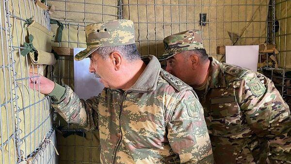 Министр обороны встретился с личным составом, несущим боевое дежурство в Кяльбаджарском районе - Sputnik Азербайджан