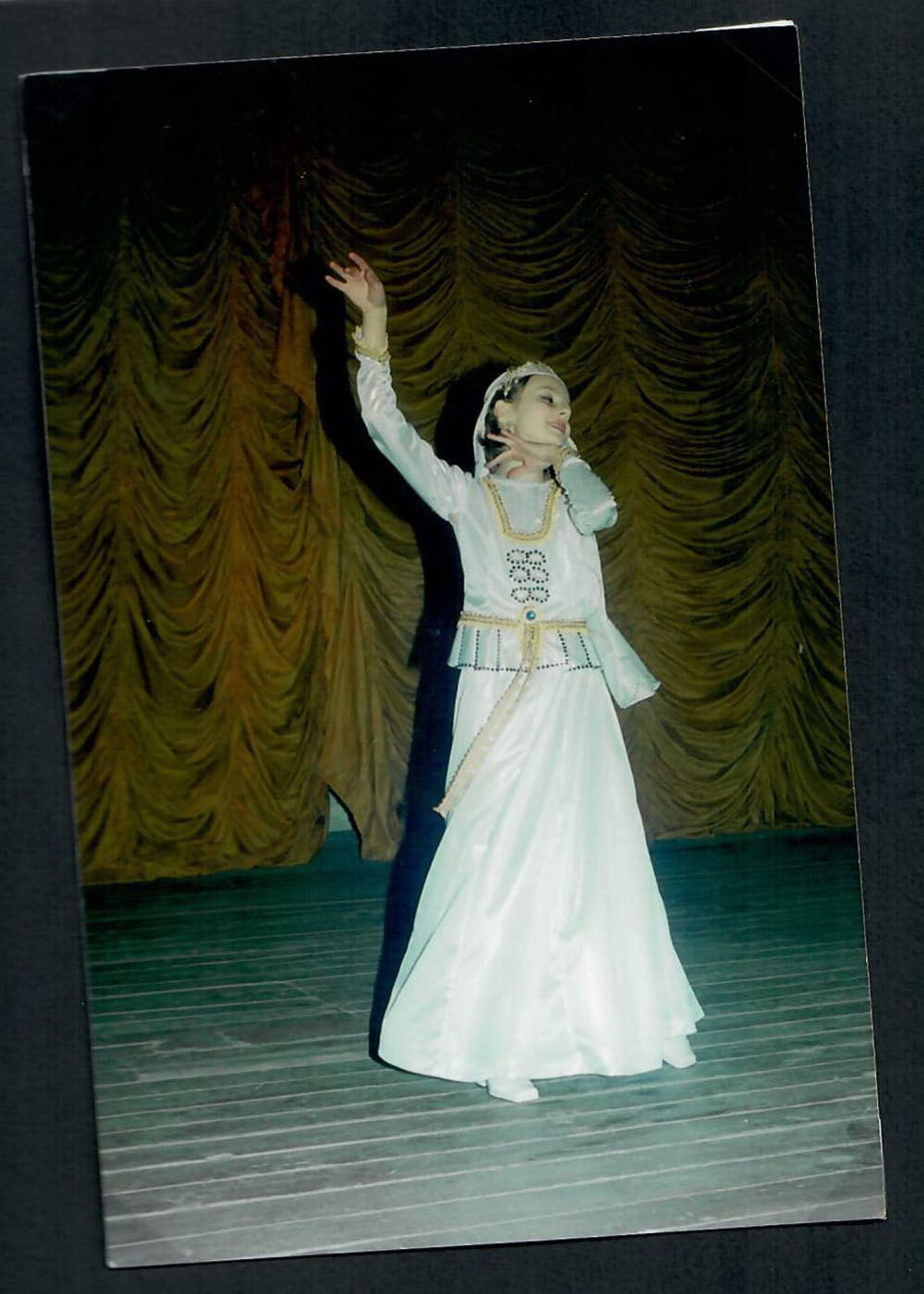 Танец Арзу гызым - первый сольный номер Марии. 2001 год,  - Sputnik Азербайджан, 1920, 01.10.2021