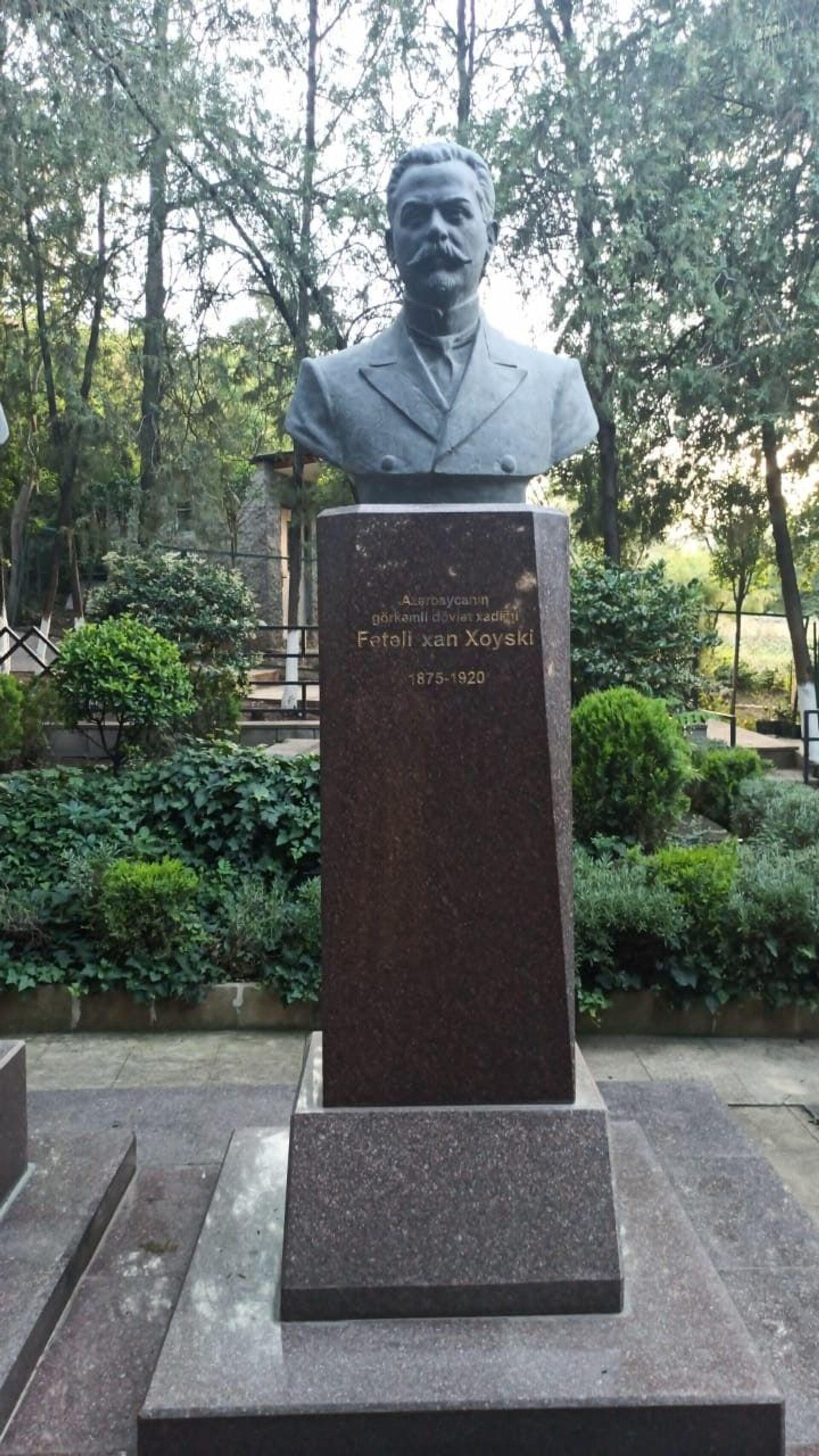 Могила Фатали хан Хойского в Тбилиси - Sputnik Азербайджан, 1920, 01.10.2021