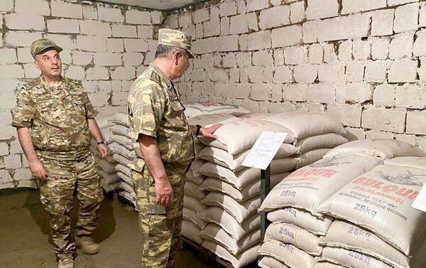 Azad edilmiş ərazilərdə yeni anbarların qışa hazırlığı yoxlanılıb - Sputnik Азербайджан