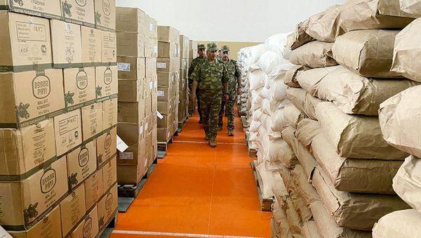 Министр обороны Закир Гасанов проверил готовность новых складов на освобожденных территориях к зимнему периоду - Sputnik Азербайджан