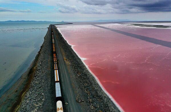 Большое Соленое озеро недалеко от Коринна, штат Юта - Sputnik Азербайджан