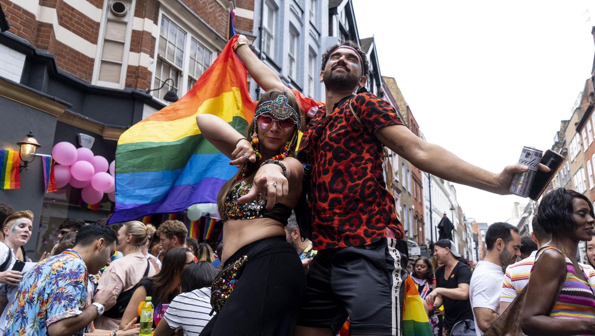 Парад сексуальных меньшинств в Лондоне - Sputnik Азербайджан, 1920, 09.08.2021
