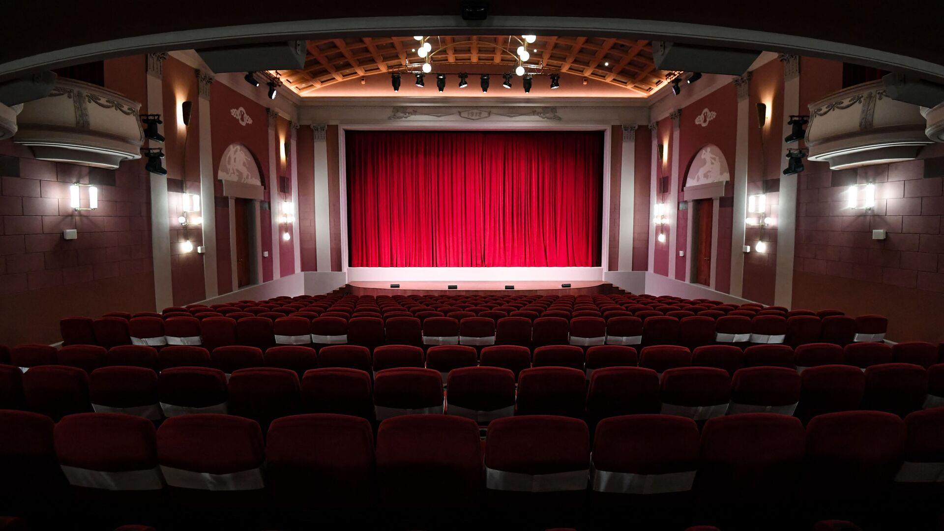 Boş teatr səhnəsi, arxiv şəkli - Sputnik Azərbaycan, 1920, 09.09.2021
