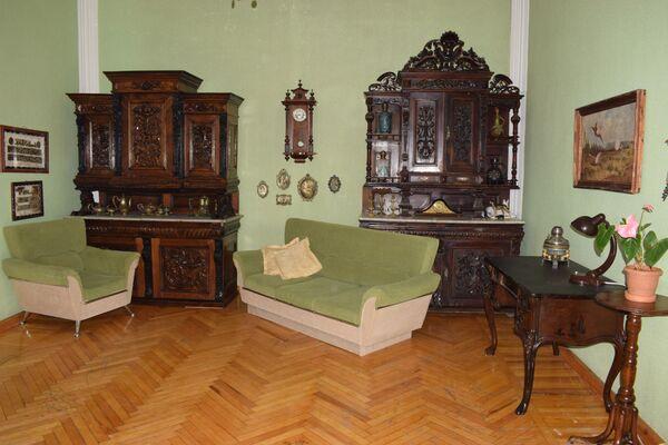 Старинная мебель в доме жителя Гянджи Айдына Ахмедова. - Sputnik Азербайджан