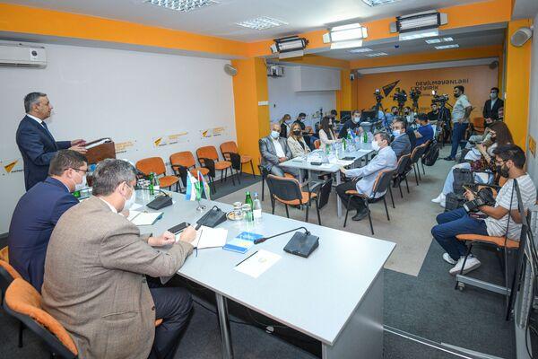 Мероприятие в Мультимедийном пресс-центре Sputnik Азербайджан, посвященное будущему политического диалога между Ташкентом и Баку. - Sputnik Азербайджан