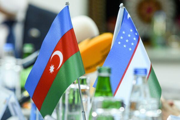 Флаги Азербайджана и Узбекистана. - Sputnik Азербайджан