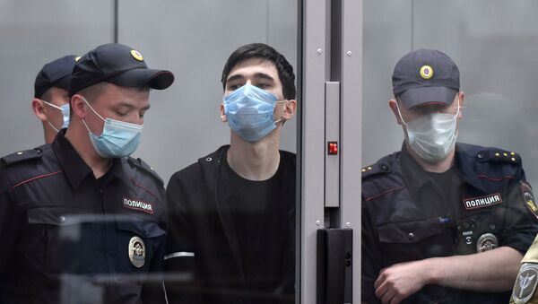 Избрание меры пресечения подозреваемому в стрельбе в школе Казани - Sputnik Азербайджан
