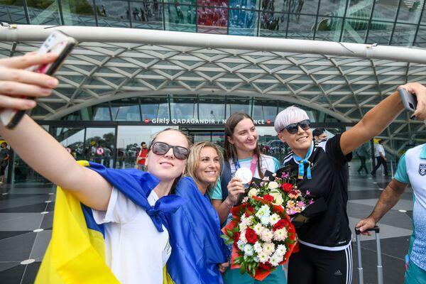 Bakıda Heydər Əliyev hava limanında Olimpiya mükafatçılarının qarşılanma mərasimi. - Sputnik Azərbaycan