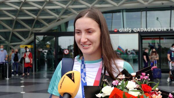 Шквал эмоций: в Баку встретили олимпийцев Гаджи Алиева и Ирину Зарецкую - Sputnik Азербайджан
