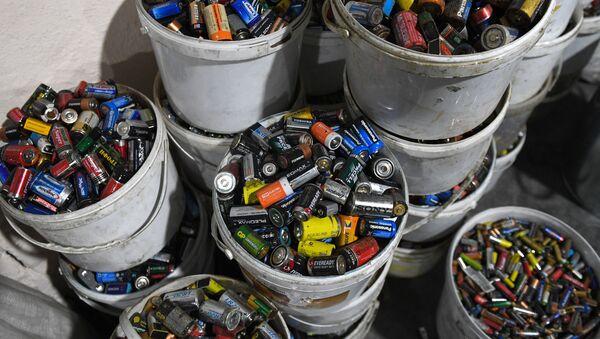 Сортировка твердых бытовых отходов - Sputnik Азербайджан