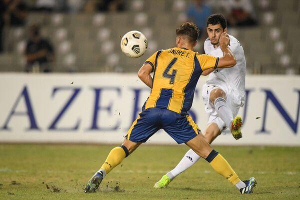 Игровой момент в матче третьего квалификационного раунда Лиги Конференций между азербайджанским Карабахом и кипрским AEL. - Sputnik Азербайджан