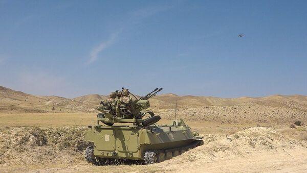 Əlahiddə Ümumqoşun Ordunun ön xətdə yerləşən hava hücumundan müdafiə bölmələrində taktiki-xüsusi təlimlər keçirilir - Sputnik Azərbaycan