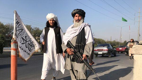 Боевики движения Талибан (террористическая группировка, запрещеннфая в РФ) в Кабуле, 16 авгутса 2021 года - Sputnik Azərbaycan