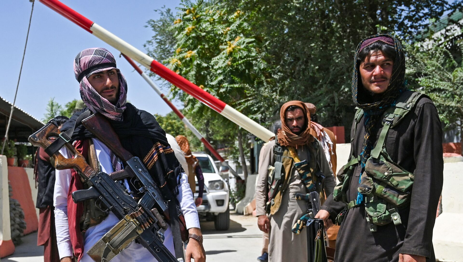 Боевики движения Талибан (террористическая группировка, запрещеннфая в РФ) в Кабуле, 16 авгутса 2021 года  - Sputnik Азербайджан, 1920, 17.08.2021