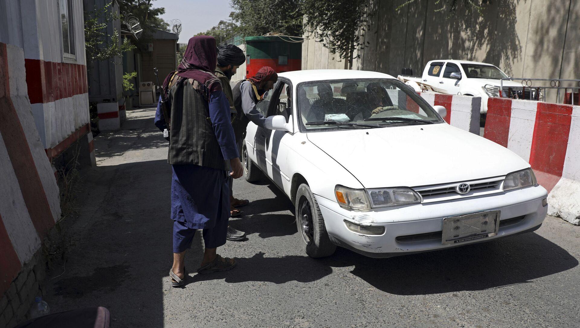 Боевики движения Талибан (террористическая группировка, запрещеннфая в РФ) в Кабуле, 16 авгутса 2021 года  - Sputnik Азербайджан, 1920, 16.08.2021