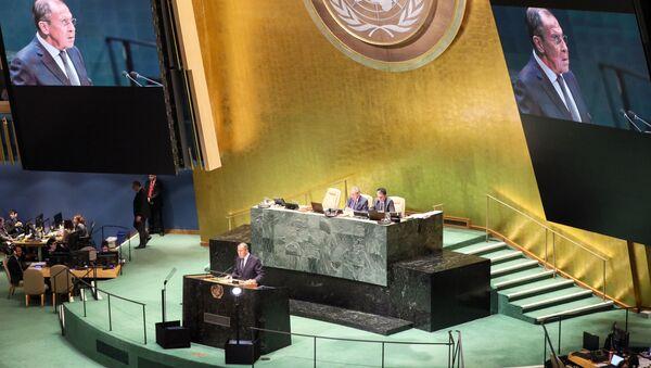Министр иностранных дел РФ Сергей Лавров во время выступления на общеполитической дискуссиии в рамках 74-й сессии Генеральной Ассамблеи Организации Объединенных Наций (ООН) в Нью-Йорке. - Sputnik Азербайджан