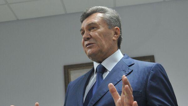 Бывший президент Украины Виктор Янукович, прибывший в Ростовский областной суд  - Sputnik Азербайджан