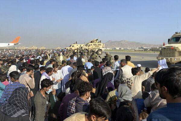 Проводимая США в аэропорту Кабула эвакуация гражданских, вероятно, станет второй самой масштабной операцией подобного рода в американской истории. - Sputnik Азербайджан