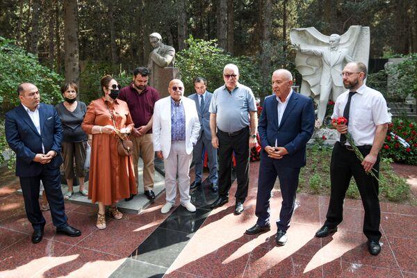 В Баку почтили память народного артиста СССР Муслима Магомаева. - Sputnik Азербайджан