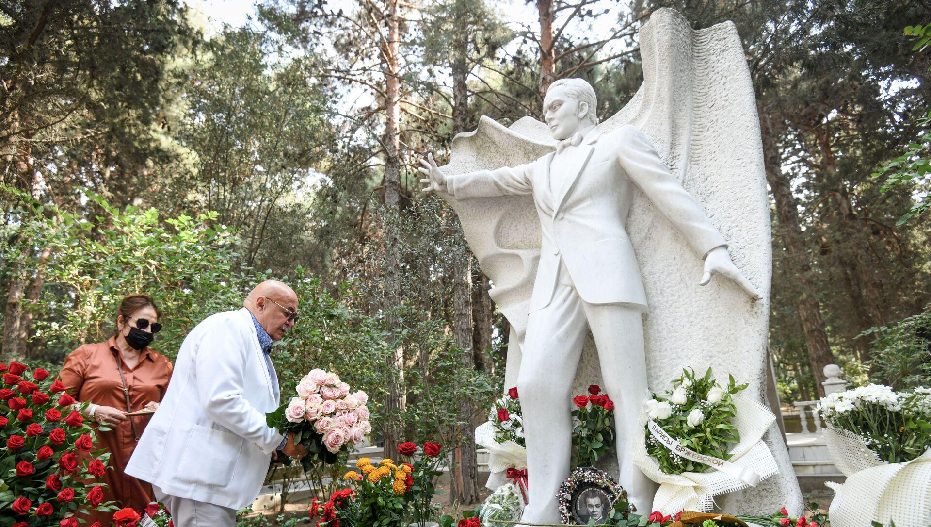 В Баку почтили память народного артиста СССР Муслима Магомаева  - Sputnik Азербайджан, 1920, 17.08.2021