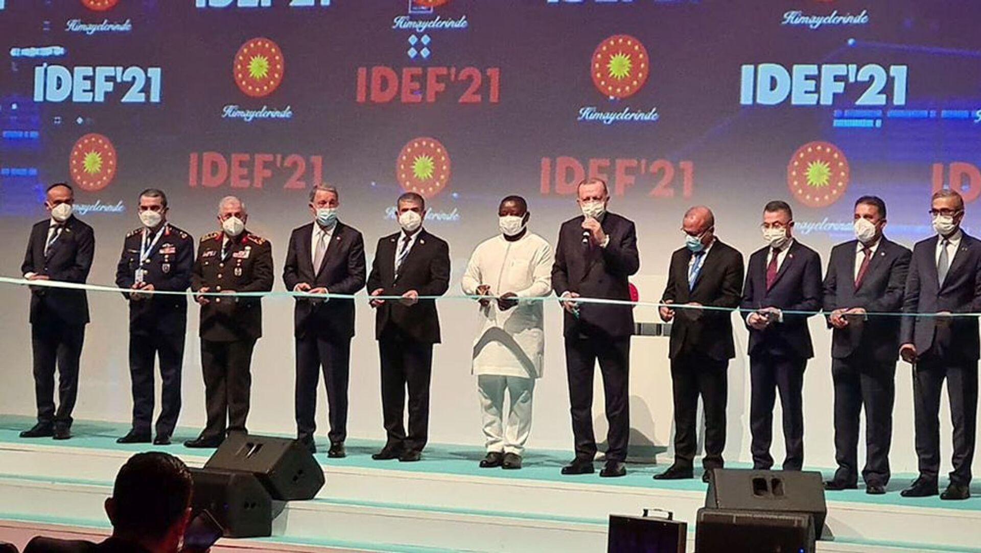 """Müdafiə naziri """"IDEF-2021"""" sərgisinin açılış mərasimində iştirak edib - Sputnik Азербайджан, 1920, 17.08.2021"""