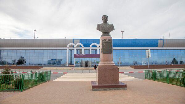 В махачкалинском аэропорту имени дважды Героя Советского Союза Амет-Хана Султана - Sputnik Азербайджан