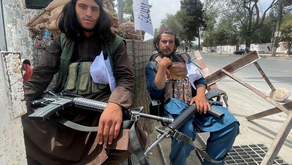 Боевики движения Талибан (террористическая группировка, запрещеннфая в РФ) в Кабуле, 17 авгутса 2021 года  - Sputnik Azərbaycan