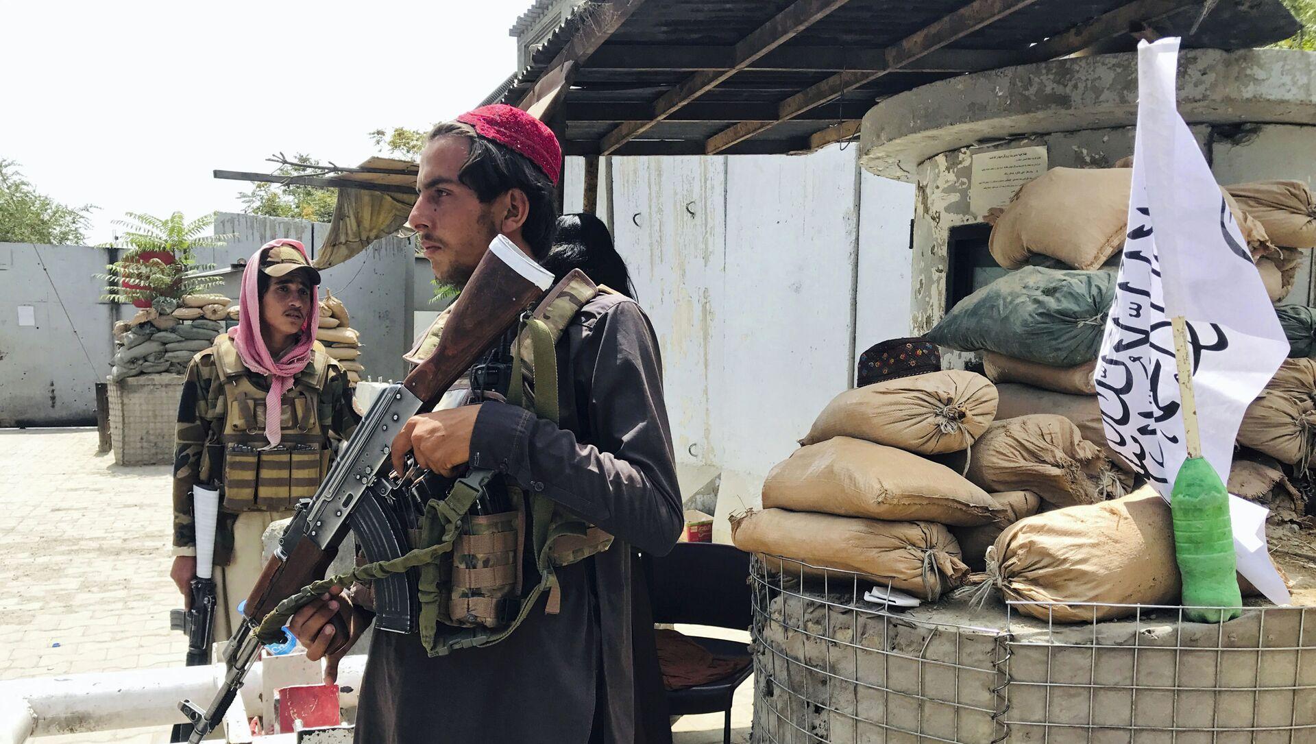 Боевики движения Талибан (террористическая группировка, запрещеннфая в РФ) в Кабуле, 17 авгутса 2021 года  - Sputnik Азербайджан, 1920, 28.08.2021