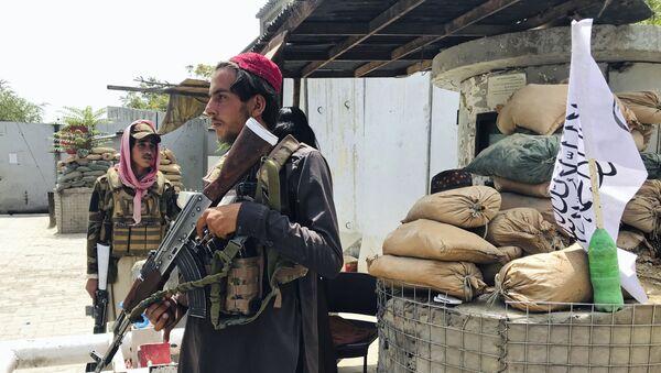 Боевики движения Талибан (террористическая группировка, запрещеннфая в РФ) в Кабуле, 17 авгутса 2021 года  - Sputnik Азербайджан