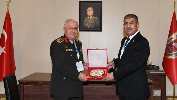 Закир Гасанов встретился с начальником Генерального штаба Турецкой Республики генералом армии Яшаром Гюлером - Sputnik Азербайджан