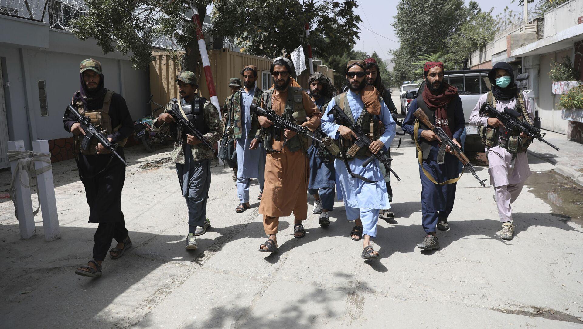 Боевики движения Талибан (террористическая группировка, запрещеннфая в РФ) в Кабуле, 18 авгутса 2021 года - Sputnik Azərbaycan, 1920, 01.09.2021