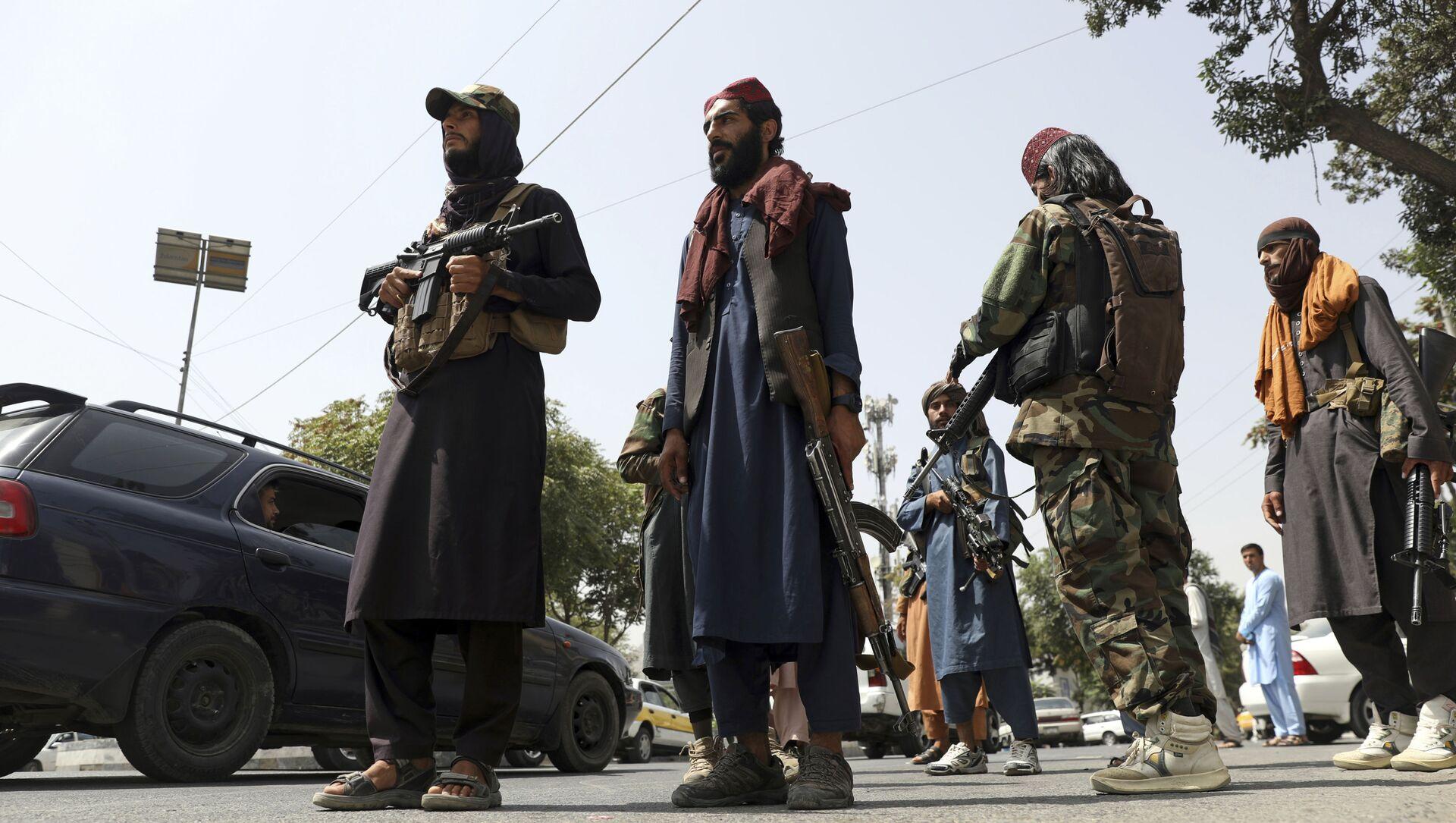 Боевики движения Талибан (террористическая группировка, запрещеннфая в РФ) в Кабуле, 18 авгутса 2021 года - Sputnik Азербайджан, 1920, 21.08.2021